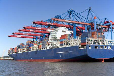 Container Terminal in Hamburg, Germany   Foto de archivo