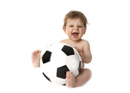 pie bebe: Little baby est� jugando con una pelota de f�tbol Foto de archivo