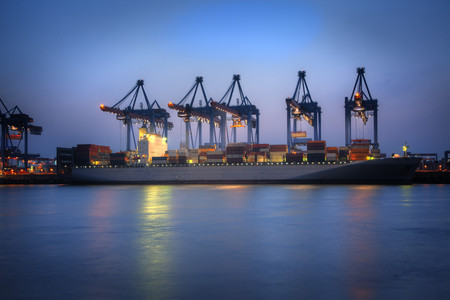 Photo of Container Ships in the harbor of Hamburg, Germany  HDR  Foto de archivo
