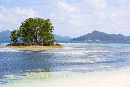 Tropical island at Seychelles - nature background Foto de archivo