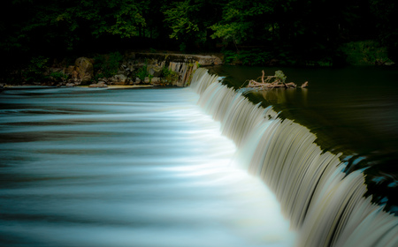 nant: Flow of water of a weir of Germany