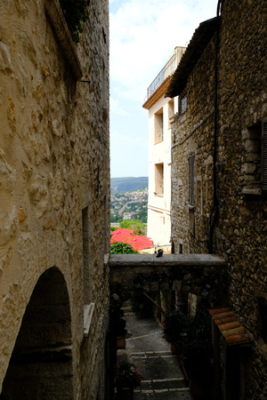 the medieval city of saint paul de vence in france: land of artists and writers Banque d'images - 121444155
