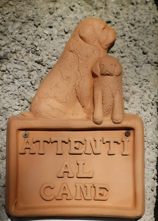 ceramic sign depicting a dog with the word attentive to the dog
