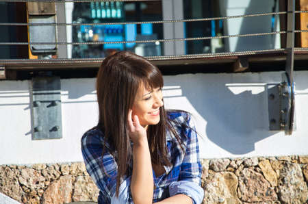 sensual brunette girl is a model for a photo shoot on the Ligurian Riviera 免版税图像