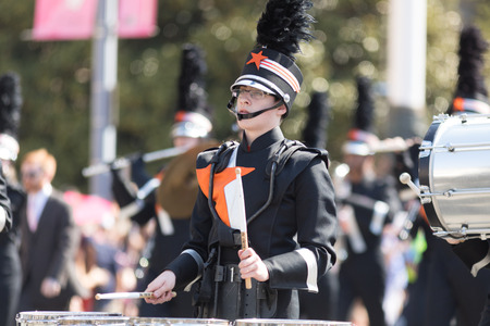 Washington, D.C., USA - April 14, 2018 Hoover High School Buccaneer Marching Band in the 2018 National Cherry Blossom Parade Редакционное