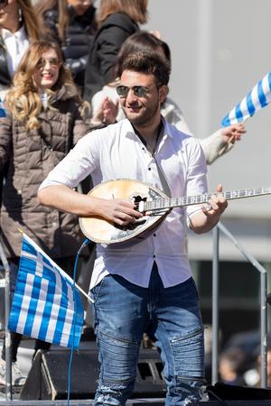 Chicago, Illinois, USA - April 29, 2018 Greek man playing Baglamas during the  Greek Independence  Day Parade Standard-Bild - 106862579