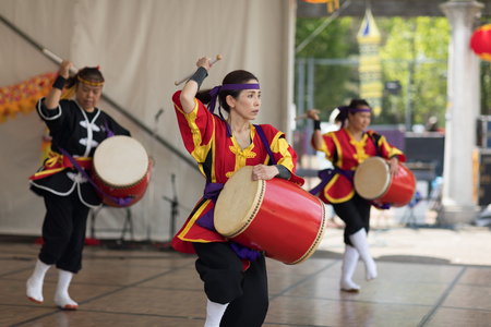 Columbus, Ohio, USA - May 27, 2018 Members of the Ryukyukoku Matsuri Daiko perform okinawan drum dance at the Asian Festival. Редакционное