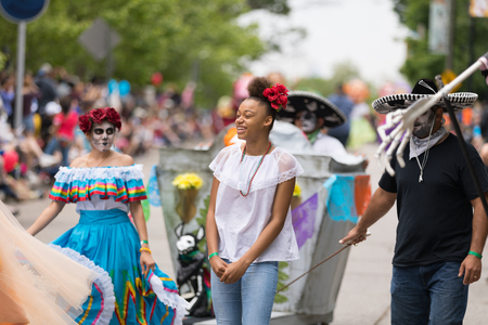 Cleveland, Ohio, USA - June 9, 2018 Men and women wearing traditional mexican clothing and face paint, like sugar skulls At the abstract art festival Parade The Circle Redakční
