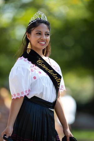 Washington, D.C., USA - September 29, 2018: The Fiesta DC Parade, Peruvian woman beauty queen wearing traditional clothing Foto de archivo - 116662910