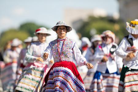 Washington, D.C., USA - September 29, 2018: The Fiesta DC Parade, Peruvian women wearing traditional clothing danicng during the parade Foto de archivo - 116662925