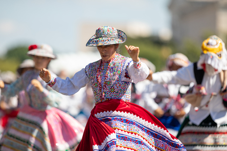 Washington, D.C., USA - September 29, 2018: The Fiesta DC Parade, Peruvian women wearing traditional clothing danicng during the parade Foto de archivo - 116662987