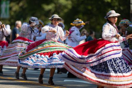 Washington, D.C., USA - September 29, 2018: The Fiesta DC Parade, Peruvian women wearing traditional clothing danicng during the parade Foto de archivo - 116662988