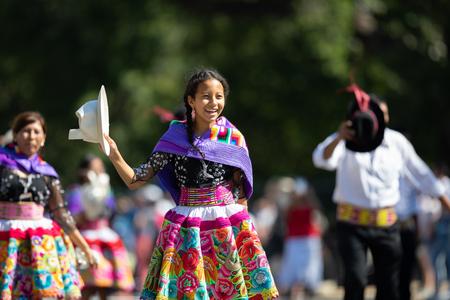 Washington, D.C., USA - September 29, 2018: The Fiesta DC Parade, Peruvian women wearing traditional clothing danicng during the parade Foto de archivo - 116662992