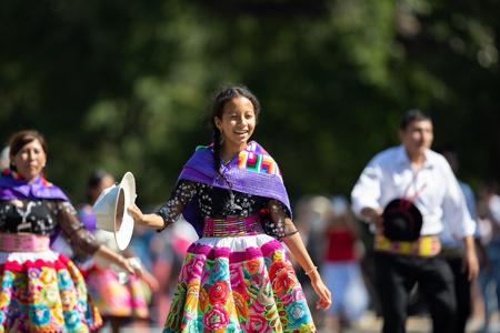 Washington, D.C., USA - September 29, 2018: The Fiesta DC Parade, Peruvian women wearing traditional clothing danicng during the parade Foto de archivo - 116662993