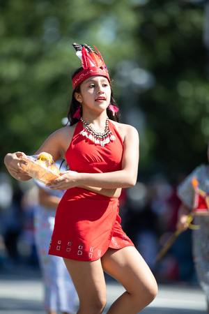 Washington, D.C., USA - September 29, 2018: The Fiesta DC Parade, peruvian woman wearing traditional clothing danicng during the parade Foto de archivo - 116663023