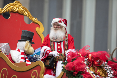 Houston, Texas, USA - November 22, 2018 The H-E-B Thanksgiving Day Parade, Man dress up as Santa Claus, riding a sleigh and waving at people, with presents Éditoriale