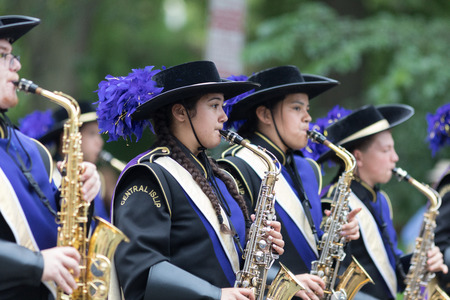Washington, D.C., USA - May 28, 2018: The National Memorial Day Parade, Members of the Musketeer Marching Band from New York going down constitution avenue Banque d'images - 116970914