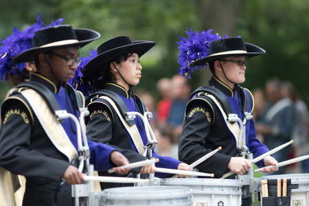 Washington, D.C., USA - May 28, 2018: The National Memorial Day Parade, Members of the Musketeer Marching Band from New York going down constitution avenue Banque d'images - 116970916