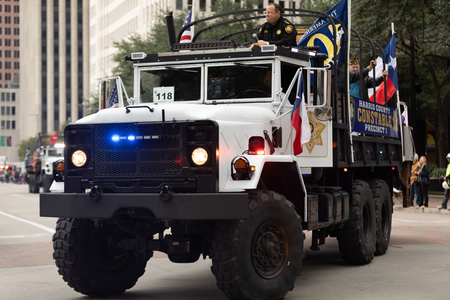 Houston, Texas, USA - November 11, 2018: The American Heroes Parade, A M939 series 5-ton 6x6 truck, of the police, going down the street 에디토리얼