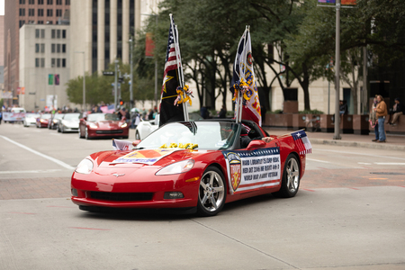 Houston, Texas, USA - November 11, 2018: The American Heroes Parade, Chevrolet Corvettes, with american flags, transporting military veterans down the street during the parade 写真素材 - 117055756