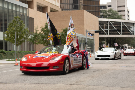 Houston, Texas, USA - November 11, 2018: The American Heroes Parade, Chevrolet Corvettes, with american flags, transporting military veterans down the street during the parade 写真素材 - 117055786