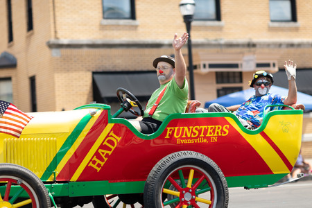 Jasper, Indiana, USA - August 5, 2018: The Strassenfest Parade, Clowns, members of Funsters, driving a clown car down the street during the parade 報道画像