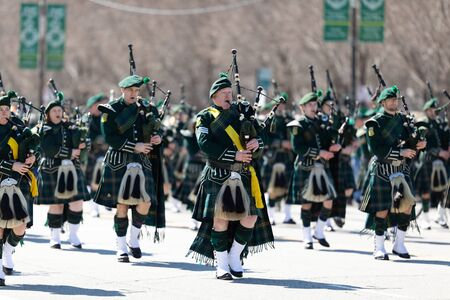 Chicago, Illinois, USA - March 16, 2019: St. Patricks Day Parade, Members of the Shannon Rovers Pipe Band performing at the parade Редакционное