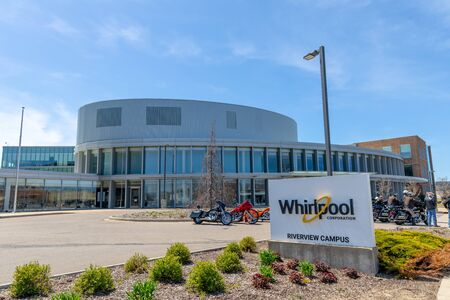 Benton Harbor, Michigan, USA - May 4, 2019: The Whirlpool Corporation Reverview Campus, with bikers in the parking lot Publikacyjne
