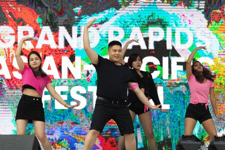 Grand Rapids, Michigan, USA - June 15, 2019: Asian Pacific Festival, Young asians dancing Hip Hop during the festival at the Rosa Parks Редакционное