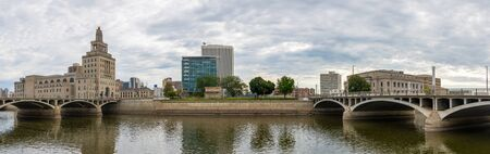 Cedar Rapids, city in the state of Iowa, United States of America, as seen across the Cedar River Imagens
