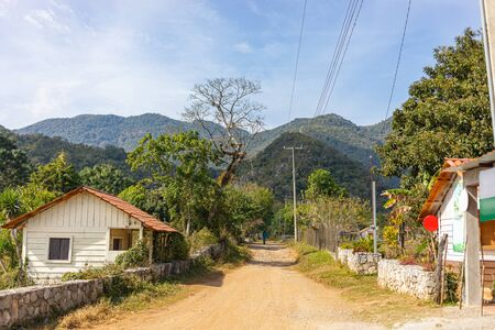 View down the main road in Alta cima, in the state of Tamaulipas, Mexico Imagens