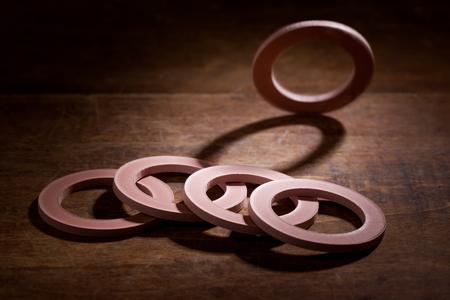 Pakking, mechanische afdichting die de ruimte tussen twee of braamstelen bij elkaar passende oppervlakken vult, om lekkage van objecten tijdens het comprimeren te voorkomen