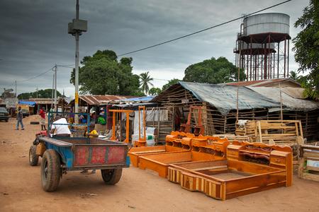 Yongoro, Sierra Leone - 31 mei 2013: West-Afrika, het dorp Yongoro in de voorkant van Freetown Redactioneel