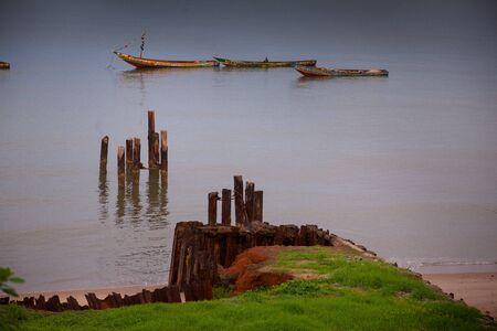 Yongoro、シエラレオネ - 2013 年 6 月 3 日: 西アフリカ、フリータウンの前に Yongoro のビーチ
