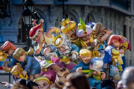 バレンシア, スペイン - 16、3 月、2008 年 -、火祭り祭り、聖母マリアに、花を提供するサン ・ ジョセフの饗宴