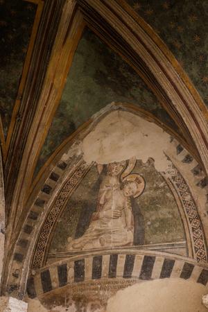 cappella: Serre di Rapolano son famosos por estar cerca de la sede de Rapolano balnearios turísticos con sulfúrico acuoso, Cappella di Piazza e Serremaggio, fresco pintado en el techo de la azotea