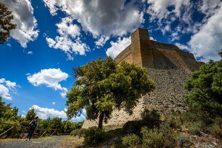 Rocca Sillana, Pomarance, Pisa - Italië, fort gebouwd in de XII eeuw