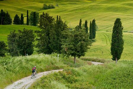 Val dOrcia, Siena, mountain bike excursion in the Tuscan hills - the road Mezzoquarto Checche