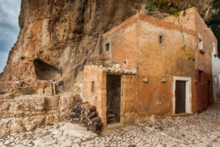 Custonaci Trapani Sicilië - Mangiapane-grotten bevolkt al in het Boven-Paleolithicum