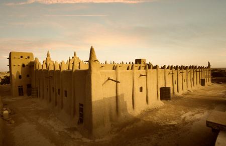 西アフリカ、マリ ジェンネ泥・粘土を完全に構築された印象的なモスク