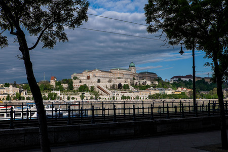 Budapest, capital of Hungary, the legendary tram two - circulates the Pest side of the Danube with a view of the Palace of Budapest Banco de Imagens