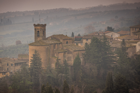 Panoramic view with the parish church of Saint Joseph in the municipality of Chianni, province of Pisa, Tuscany Banque d'images - 121712687