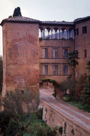 Abbazia of a monastic complex in the municipality of Asciano located on a hill overlooking the Crete Senesi. Tuscany, Italy Stockfoto