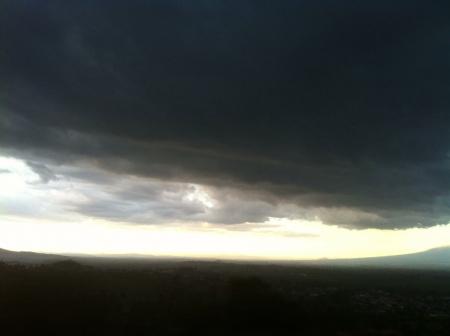 A storm about to fall on the city.  Фото со стока