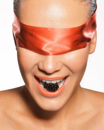 ojos vendados: Mujer con los ojos vendados Foto de archivo
