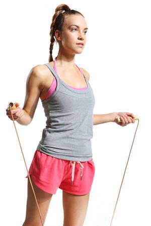 saltar la cuerda: Ejercicio de la mujer con una cuerda de saltar Foto de archivo