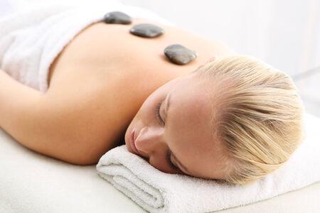 akupressur: Hot Stone Massage, W�rmetherapie, Drainage, Akupressur