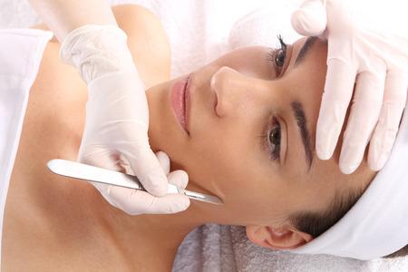 La cirugía plástica, una mujer en la clínica de cirugía estética