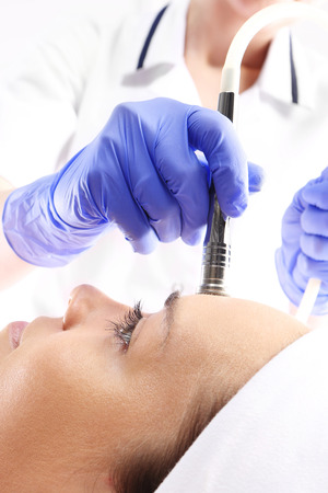 attaches: Relaxed woman during a microdermabrasion treatment in beauty salon Stock Photo