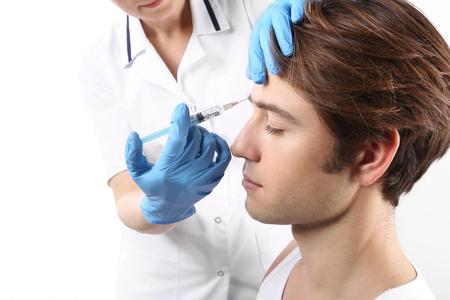 inyecci�n: El joven es una enfermera con la jeringa Foto de archivo